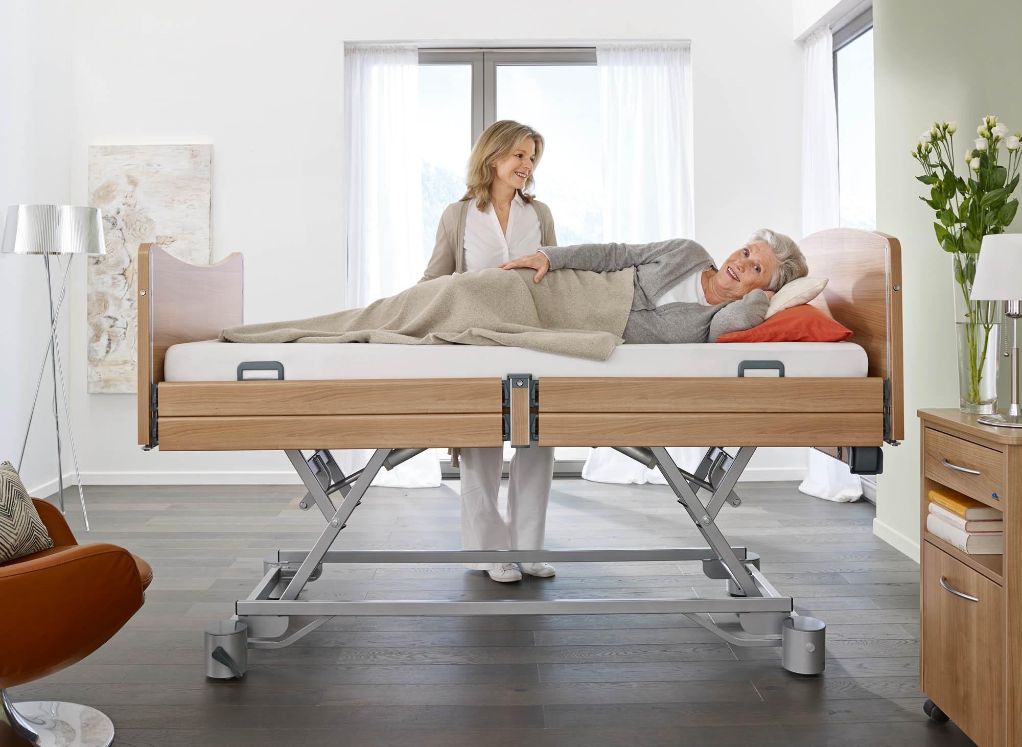 5 tipů, jak si usnadnit život při péči o ležícího seniora