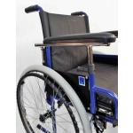 Mechanický invalidní vozík s brzdami a odnímatelnými koly